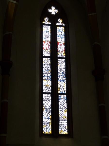 Fenster im Chor der Michaelskirche Hilsbach